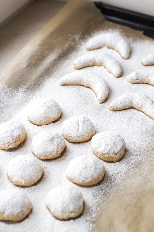 kourabiedes greek christmas butter almond cookies - Greek Christmas Cookies