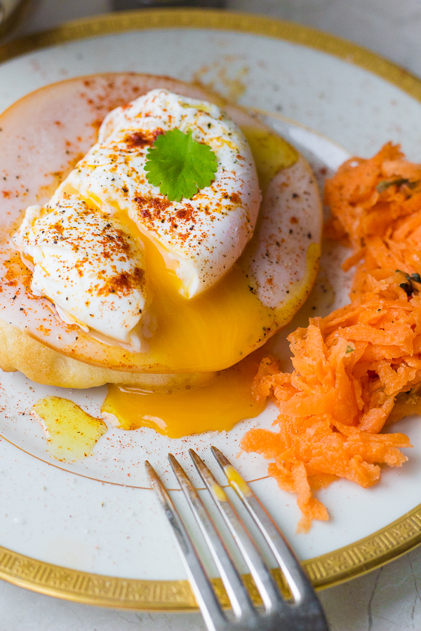 Greek Eggs Benedict | thegreekglutton.com